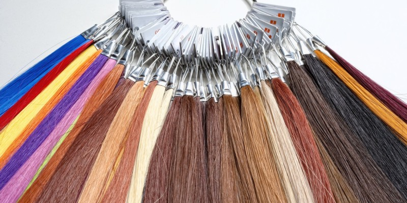 Haarsträhnen in vielen verschiedenen Farben